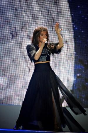Певица Нюша выступила в своем шоу в костюмах от дизайнера Киры Пластининой