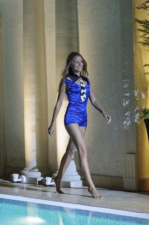 Подводный показ на Holiday Fashion Week
