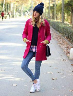s-chem-nosit-rozovoe-palto