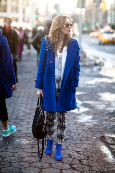 sinie-botinki-jenskie-palto